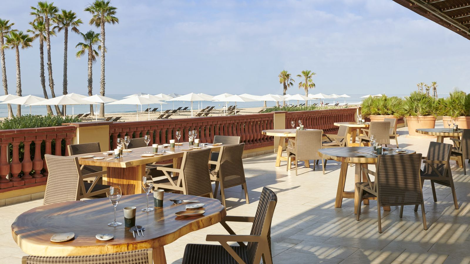 Restaurant with beachside terrace at Le Meridien Ra